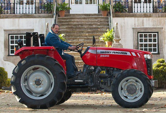 mf2600-traktor