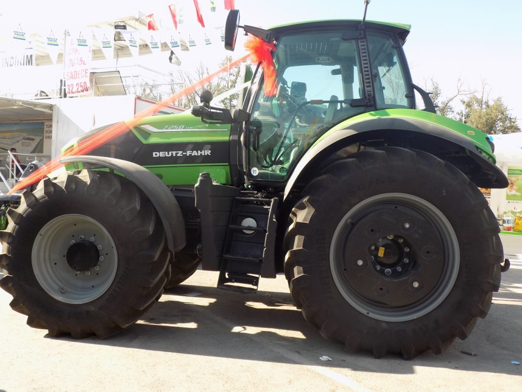 deutzfahr-7250ttv-01-traktorlernet2